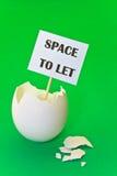 Guscio d'uovo vuoto - concetto di affitto della proprietà Immagini Stock