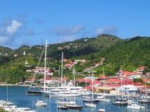 Gustavia hamn med mega yachter på St Barts, franska västra Indies Arkivbilder