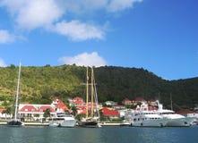 Gustavia hamn med mega yachter på St Barts, franska västra Indies Royaltyfria Bilder