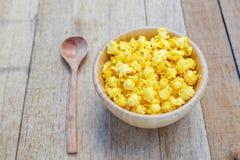 Gusto salato del formaggio del popcorn immagini stock