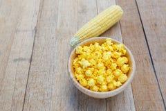 Gusto salato del formaggio del popcorn immagini stock libere da diritti