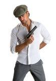 Gut aussehender Mann in der Kappe mit einem Gewehr Stockbild