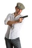 Gut aussehender Mann in der Kappe mit einem Gewehr Lizenzfreie Stockfotos