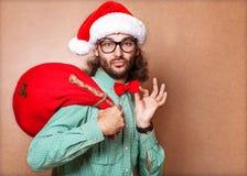 Gut aussehender Mann gekleidet als Santa Claus Lizenzfreie Stockfotografie