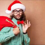 Gut aussehender Mann gekleidet als Santa Claus Stockbilder