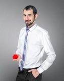Gut aussehender Mann macht einen Heiratantrag Stockfotos