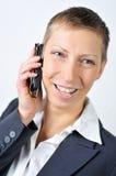 Gut gekleidet Frau mit Mobile Lizenzfreie Stockbilder