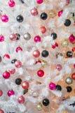 Gut gekleidet Weihnachtsbaum Stockfotografie