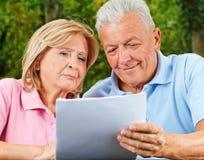 Gute Nachrichten der Senioren Stockfoto