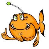 Gute orange Fische, die den Daumen oben lokalisiert auf weißem Hintergrund zeigen Lizenzfreie Stockfotos