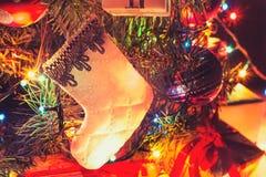 Guten Rutsch ins Neue Jahr 2017! Atmosphärischer Hintergrund, Weihnachtsstiefel Stockfotografie