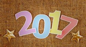 Guten Rutsch ins Neue Jahr 2017 auf braunem Hintergrund Stockfotografie