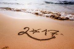 Guten Rutsch ins Neue Jahr 2017 auf dem Strand Stockfotos