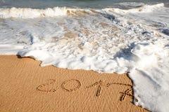Guten Rutsch ins Neue Jahr 2017 auf dem Strand Stockfotografie