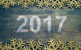 Guten Rutsch ins Neue Jahr 2017 auf einem hölzernen Hintergrund Nr. 2017 auf Weinleseart Lizenzfreie Stockbilder