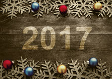 Guten Rutsch ins Neue Jahr 2017 auf einem hölzernen Hintergrund Nr. 2017 auf Weinleseart Stockbild