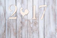 Guten Rutsch ins Neue Jahr 2017 auf hölzernem Hintergrund Stockfoto