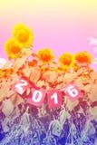 Guten Rutsch ins Neue Jahr 2016 auf Sonnenblumenfeld, Willkommen 2016 Stockfotografie