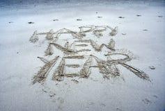 Guten Rutsch ins Neue Jahr-Beschriftung auf dem Strand Stockbilder