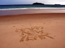 Guten Rutsch ins Neue Jahr-Beschriftung auf dem Strand Lizenzfreie Stockfotos