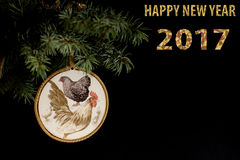 Guten Rutsch ins Neue Jahr 2017 der Hahnkarte mit handgemachtem Handwerk decoupage Lizenzfreies Stockbild