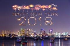 2018-guten Rutsch ins Neue Jahr-Feuerwerk mit Pattaya-Stadtbild nachts, Th Lizenzfreies Stockfoto