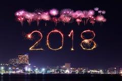 2018-guten Rutsch ins Neue Jahr-Feuerwerk mit Pattaya-Stadtbild nachts, Th Lizenzfreie Stockbilder