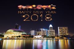 2018-guten Rutsch ins Neue Jahr-Feuerwerk mit Singapur-Stadtbild nachts Lizenzfreie Stockfotografie