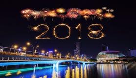 2018-guten Rutsch ins Neue Jahr-Feuerwerk mit Singapur-Stadtbild nachts Lizenzfreie Stockfotos