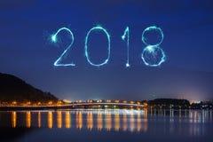 2018-guten Rutsch ins Neue Jahr-Feuerwerk Schein mit Fujisan-Berg an Ni Lizenzfreie Stockfotos