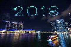 2018-guten Rutsch ins Neue Jahr-Feuerwerk Schein mit Jachthafenbucht nachts, u Stockbild