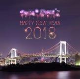2018-guten Rutsch ins Neue Jahr-Feuerwerk Schein mit Regenbogenbrücke, Tokyo Lizenzfreie Stockbilder
