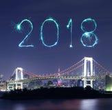 2018-guten Rutsch ins Neue Jahr-Feuerwerk Schein mit Regenbogenbrücke, Tokyo Stockfoto