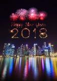 2018-guten Rutsch ins Neue Jahr-Feuerwerk Schein mit zentralen Geschäft Distr Stockbild