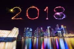 2018-guten Rutsch ins Neue Jahr-Feuerwerk Schein mit zentralen Geschäft Distr Stockbilder