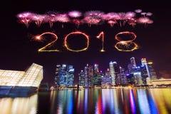 2018-guten Rutsch ins Neue Jahr-Feuerwerk Schein mit zentralen Geschäft Distr Lizenzfreies Stockbild