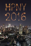 2016 guten Rutsch ins Neue Jahr-Feuerwerke, die über Tokyo-Stadtbild feiern Lizenzfreies Stockbild