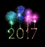 2017-guten Rutsch ins Neue Jahr-Feuerwerkswunderkerzen Lizenzfreies Stockbild