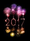 2017-guten Rutsch ins Neue Jahr-Feuerwerkswunderkerzen Stockbilder