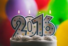 Guten Rutsch ins Neue Jahr 2016 Geburtstags-Kerzen auf Kuchen Lizenzfreies Stockfoto