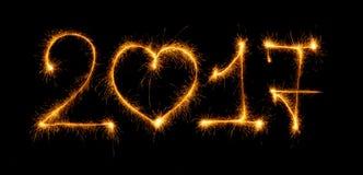 Guten Rutsch ins Neue Jahr gemacht durch Wunderkerzen auf schwarzem Hintergrund Lizenzfreies Stockbild