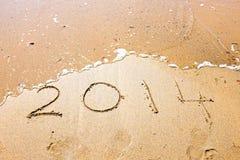 Guten Rutsch ins Neue Jahr, 2014 geschrieben in Sand Stockfotos
