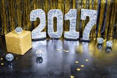 Guten Rutsch ins Neue Jahr-Goldhintergrund 2017 Stockfotos
