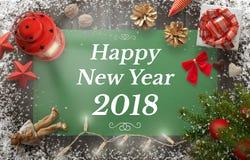 Guten Rutsch ins Neue Jahr-Gruß mit Weihnachtsbaum, Geschenk, Dekorationen Stockbild