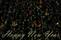 Guten Rutsch ins Neue Jahr-Hintergrund mit hellen Weihnachtslicht- und Weihnachtsbaumdekorationen Lizenzfreies Stockfoto