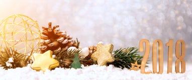 Guten Rutsch ins Neue Jahr-Hintergrund 2018 mit Weihnachtsdekoration Stockfoto