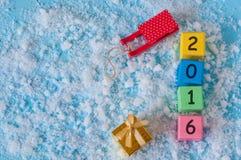 Guten Rutsch ins Neue Jahr 2016-jährig auf Farbhölzernem Spielzeug Stockbilder