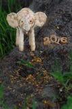 Guten Rutsch ins Neue Jahr-Konzept 2016, handgemachte und hölzerne Zahlidee des Elefantrattans Lizenzfreies Stockfoto