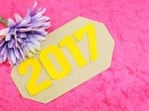 Guten Rutsch ins Neue Jahr-Konzeptdekoration mit künstlicher Blume Stockfotografie