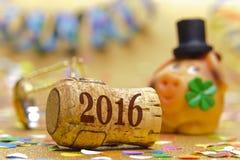 Guten Rutsch ins Neue Jahr 2016 mit Champagnerkorken Stockbild